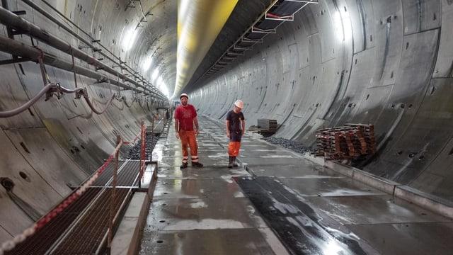 Arbeiter in einem Tunnel