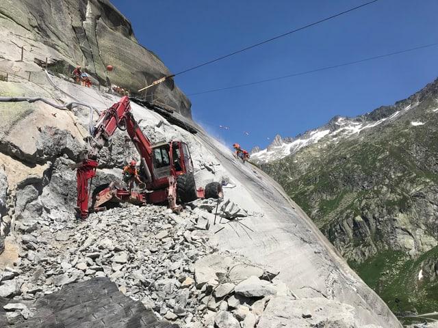 Bauarbeiter am Fels.