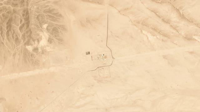 Pipeline in der Wüste von oben