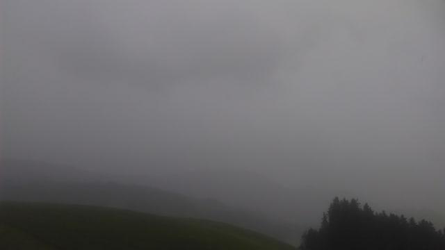 Ein Gewitter mit dunklen Wolken zog über Gonten.