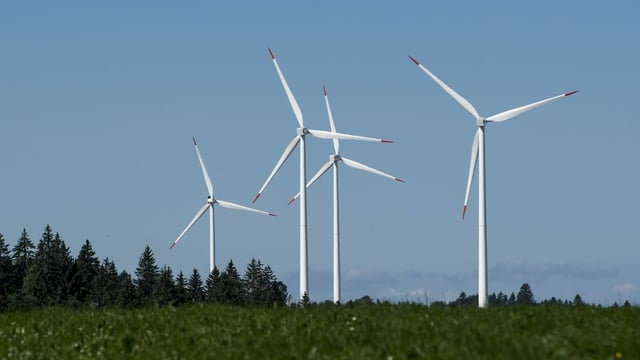 Windturbinen auf dem Col du Mont-Crosin.