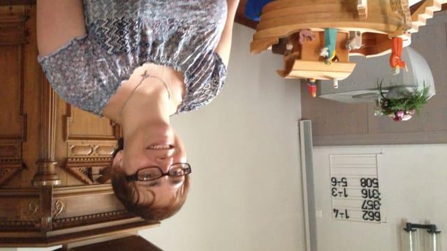 Janine Haller an ihrem Arbeitsort der evangelischen Kirche Matzingen.