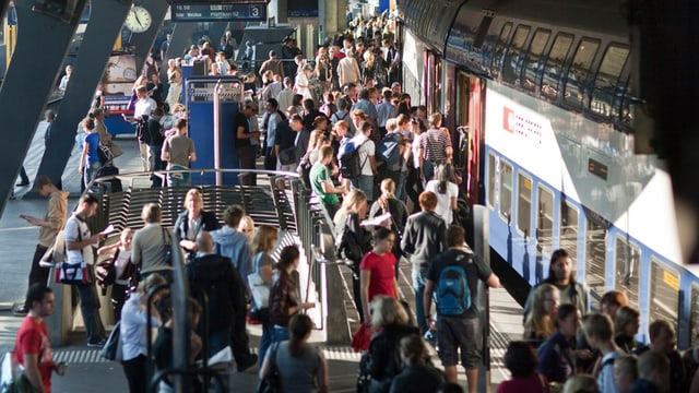 Pendlerstrom am Bahnhof Stadelhofen in Zürich.