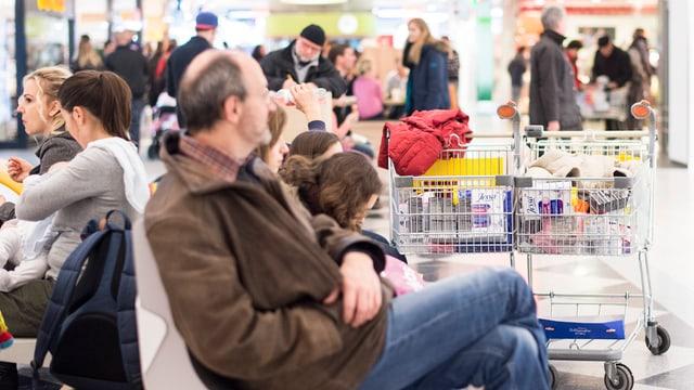 In Konstanz sind die Einkaufsläden voll.