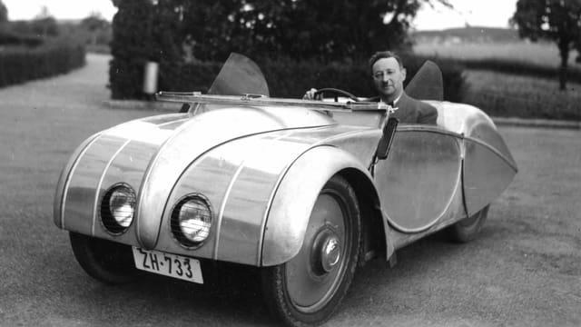 Zu sehen Josef Ganz in einem Auto in dern Schweiz.