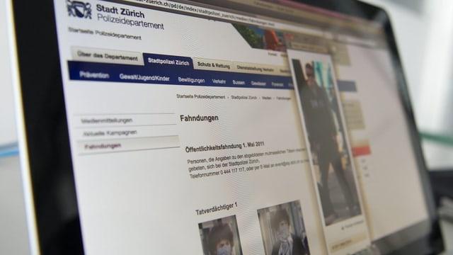Ein Bildschirm mit der Internet-Seite der Stadtpolizei Zürich.