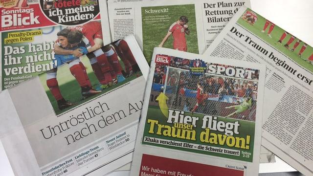 Mehrere Zeitungsausschnitte im Bild.