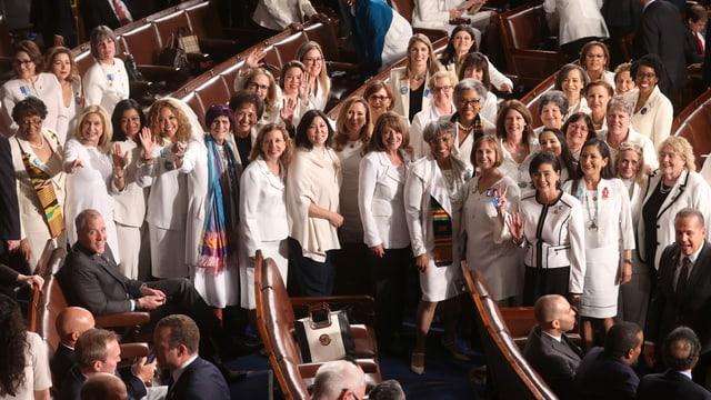 Demokratische Parlamentarierinnen in weiss