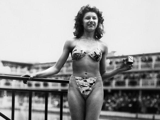 Das Model Micheline Bernardini im ersten Bikini.