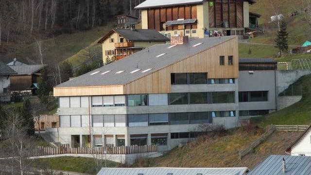 Das Schulhaus in Sent.