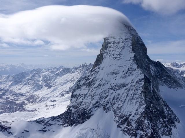 Wolkenfahne am Matterhorn.