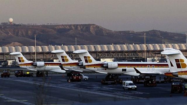 Flugzeuge der Iberia am Flughafen.