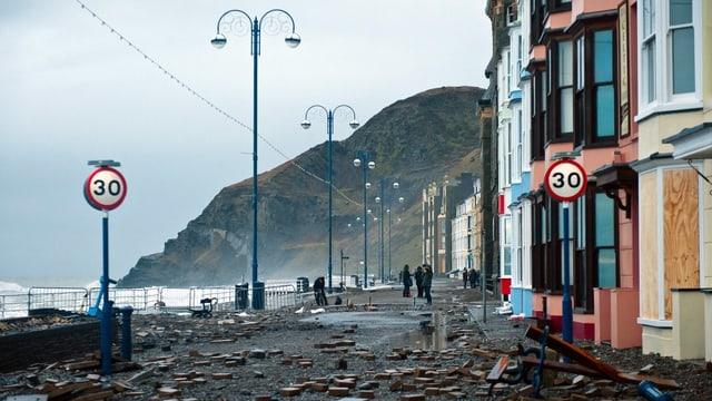 Das überschwemmte walisische Aberystwyth.