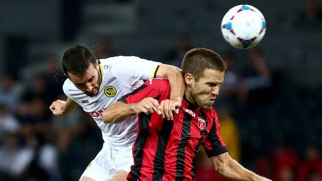 Nuzzolo gewinnt das Kopfballduell gegen Zarkovic