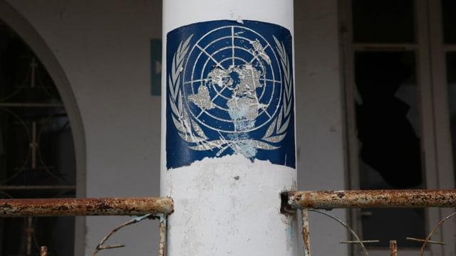 Das UNO-Logo in der Pufferzone von Nikosia.