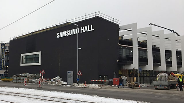 Die neue Konzerthalle in Dübendorf ist ein Neubau mit scharzer Front.