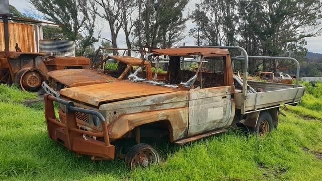 Die Flammen zerstörten tausende von Fahrzeugen
