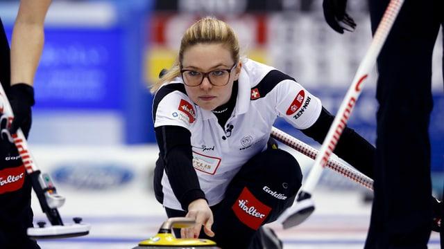 purtrt da Alina Pätz, skip da curling