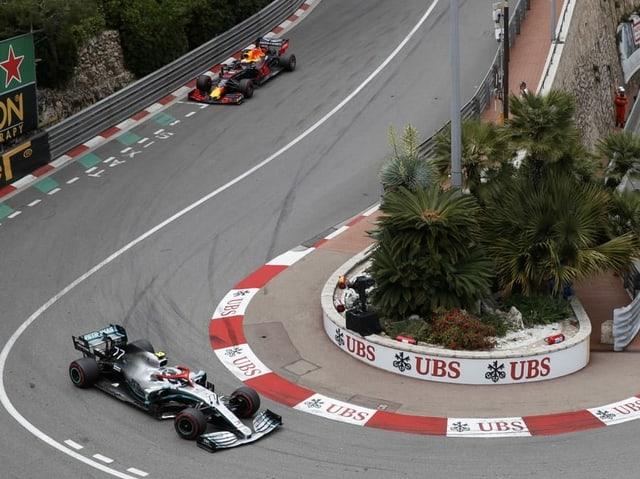 Zwei Boliden auf der Strecke in Monaco.