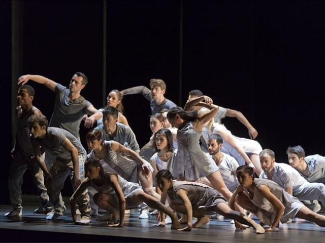 Gruppenszene aus Die Liebe kann tanzen