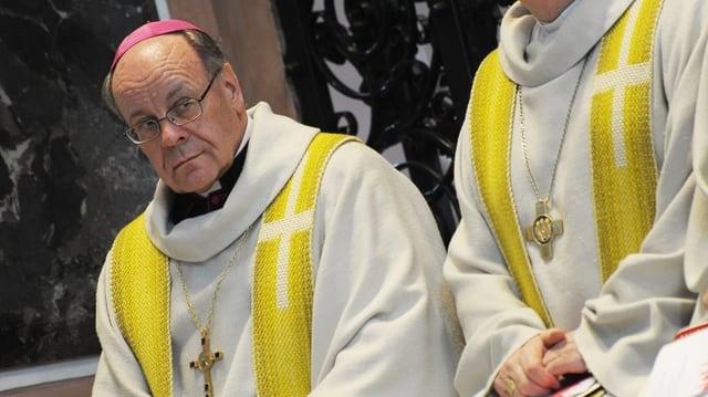 L'uvestg Vitus Huonder durant la messa.