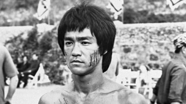 Bruce Lee in einer Schwarzweiss-Aufnahme aus dem Jahr 1973.