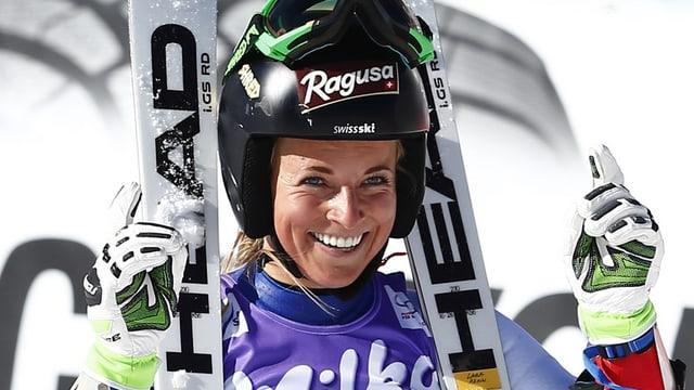 Lara Gut a Sölden suenter la cursa.