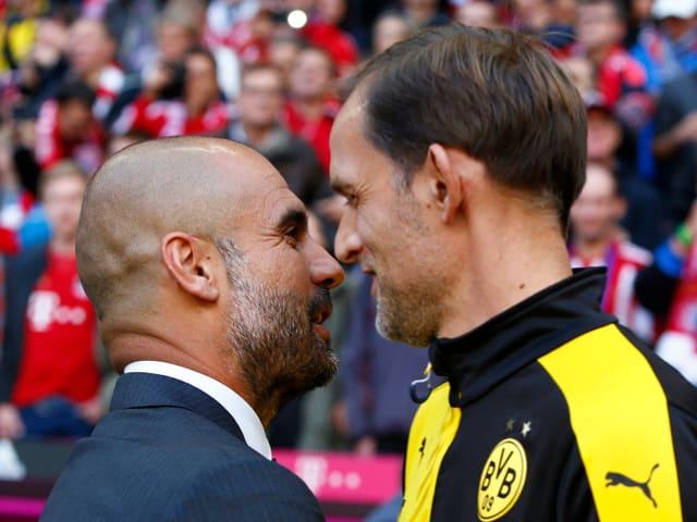 Bayern-Trainer Pep Guardiola und Dortmund-Coach Thomas Tuchel begrüssen sich.
