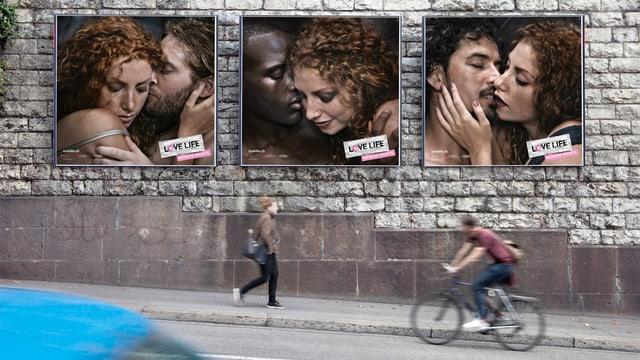 Placats da la campagna Love Life sper via.