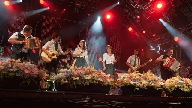Oesch's geben ein Konzert während einer Fernsehshow.