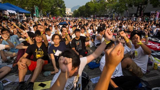 Studenten in Hongkong demonstrieren. (reuters)