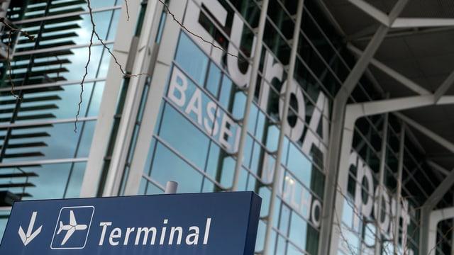 Gebäude Flughafen Basel, Schild Terminal.