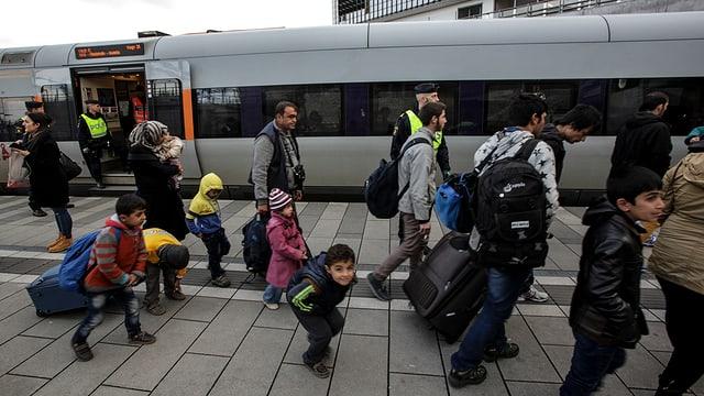 Asylbewerber an einenem schwedischen Bahnhof