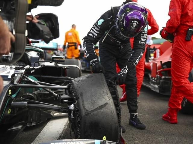 Der kaputte Reifen von Lewis Hamilton nach dessen Sieg beim GP von Silverstone.
