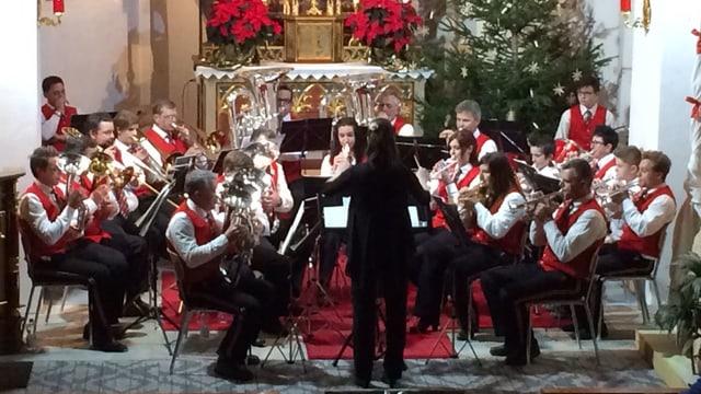 Il concert da Nadal da la societad da musica Medel.
