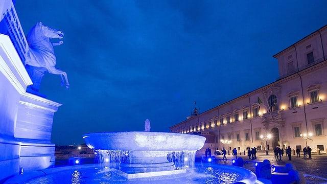 Il bigl illuminà tut en blau, la saria a Roma.