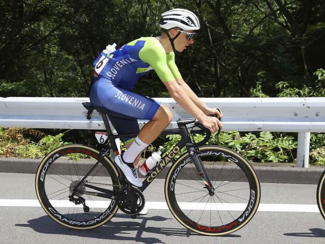 Tadej Pogacar auf dem Velo bei den Olympischen Spielen