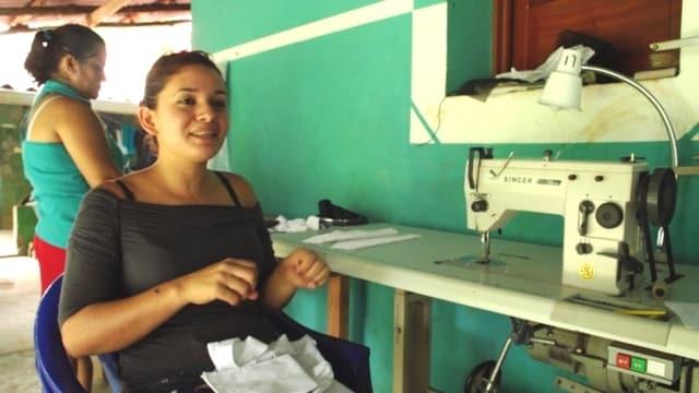 Video «Eine Machete in Form einer Nähmaschine» abspielen