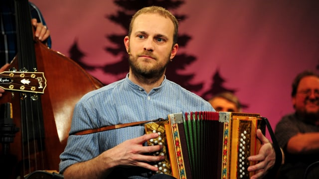 Video «Simon Lüthi tanzt auf vielen Hochzeiten» abspielen
