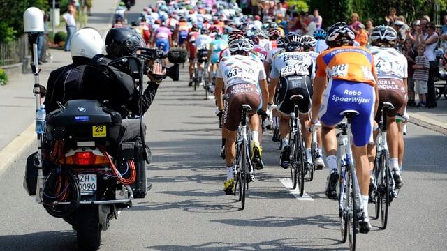 In töf cun um da camera e blers ciclists