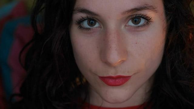Frau mit roten Lippen