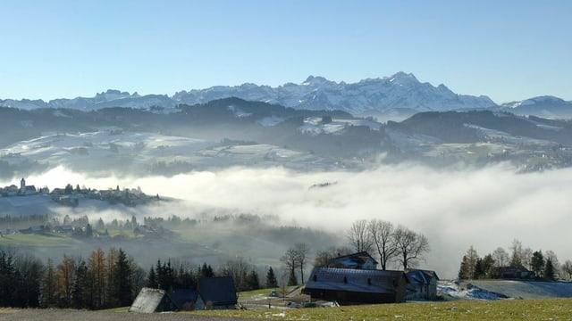Blick auf den verschneiten Alpstein.