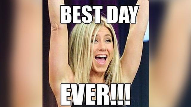 Jennifer Aniston mit der Aufschrift Best Day Ever!!!