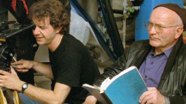 Franz Schnyder (r.) inszeniert eine Szene seines «Pestolozzi»-Drehbuchs für den Film «FRS: Das Kino der Nation».
