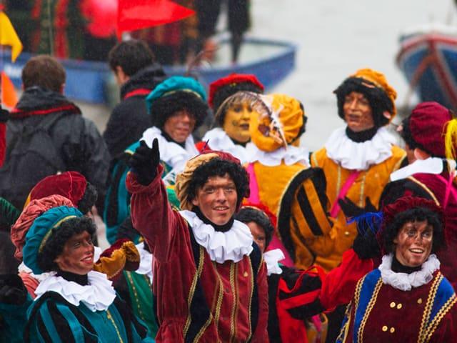 Zwarte Pieten, Kinder mit schwarzen Gesichtern in Amsterdam