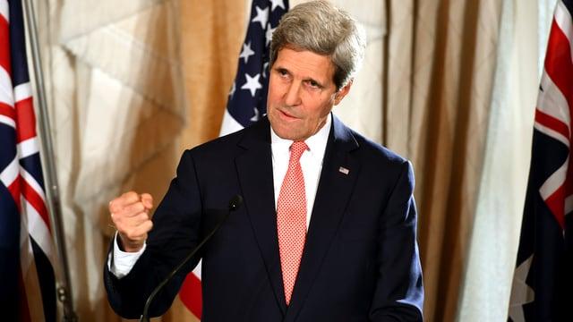 Kerry mit geballter Faust