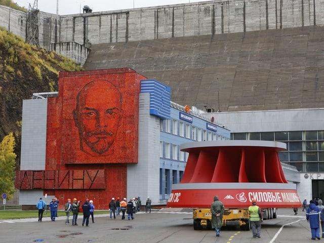 Ein grosses Wandbild von Lenin