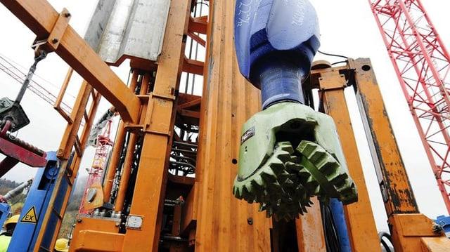 Bohrmeissel der riesigen Geothermie Ekundungsbohrung im Zürcher Triemli Quartier