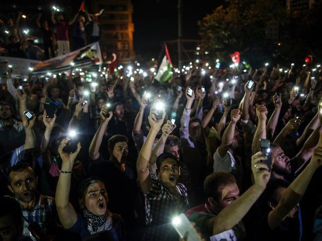 Türken demonstrieren gegen Israels Bodenoffensive in Gaza