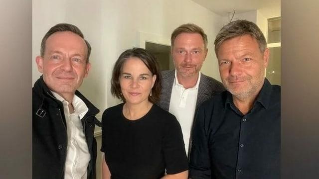 Volker Wissing, Annalena Baerbock, Chistian Lindner und  und Robert Habeck auf einem Gruppen-Selfie